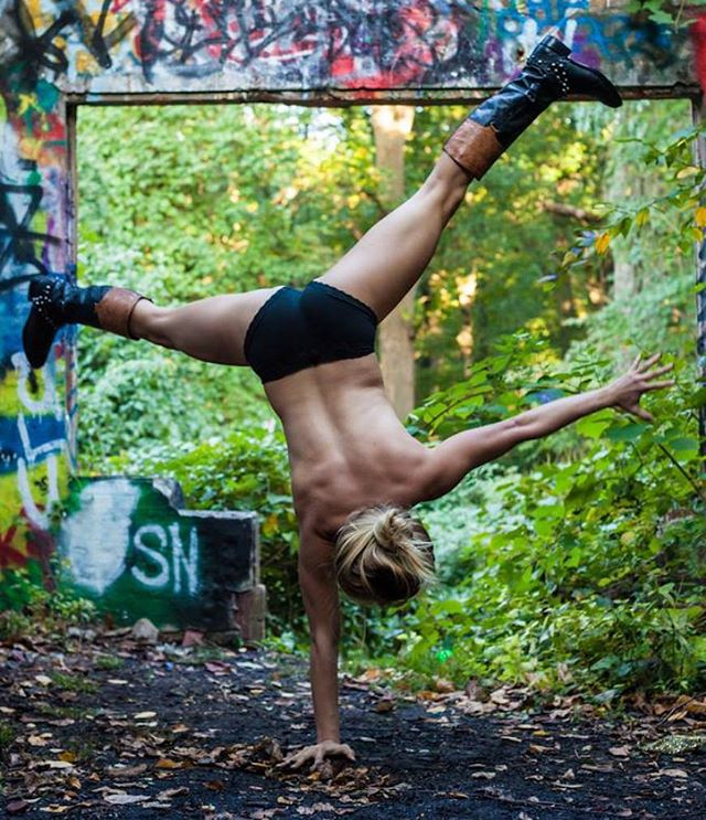 #Freedom the gift to fearlessly live and let live.. #beyourself #fightforit.... If your health, eating, exercise habits are preventing you from living fully and you want help and you want change. let's talk about it. Message me. •📷@cbtrn • • • #selflove #yoga #nikkipyoga #handstand #inversionjunkie #advancesyoga #excerciseprogram #eatinghabits #nuttition #dailypractice #tabata #zumba #runnersofinstagram #healthyliving #diabetes #pcos #thyroid #athlete #motivation #iloveyou