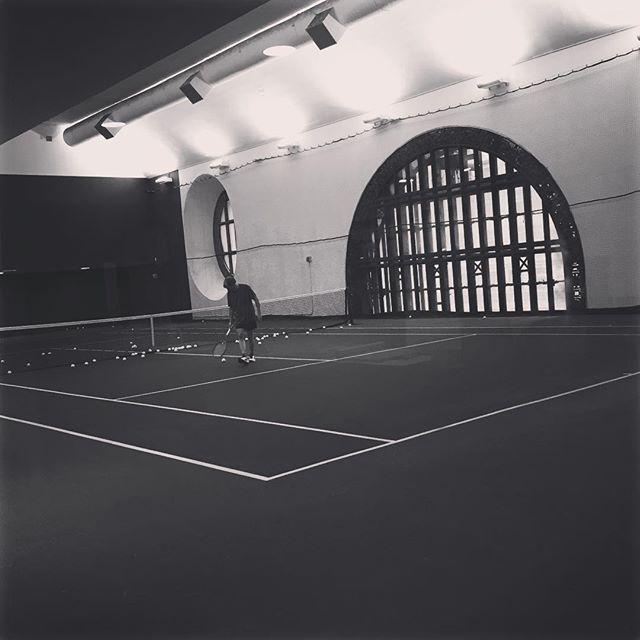 Wo könnte das wohl sein? #tennis #sightseeing #nyc #hiddengem #manhattan Tennis 🎾 Stunde buchen? #dinyt #deineindividuellenewyorktour #entdeckt mit @chri.n.sta #partnerincrime #erlebnis #exploring #funday #johnmcenroe & the #williamssisters
