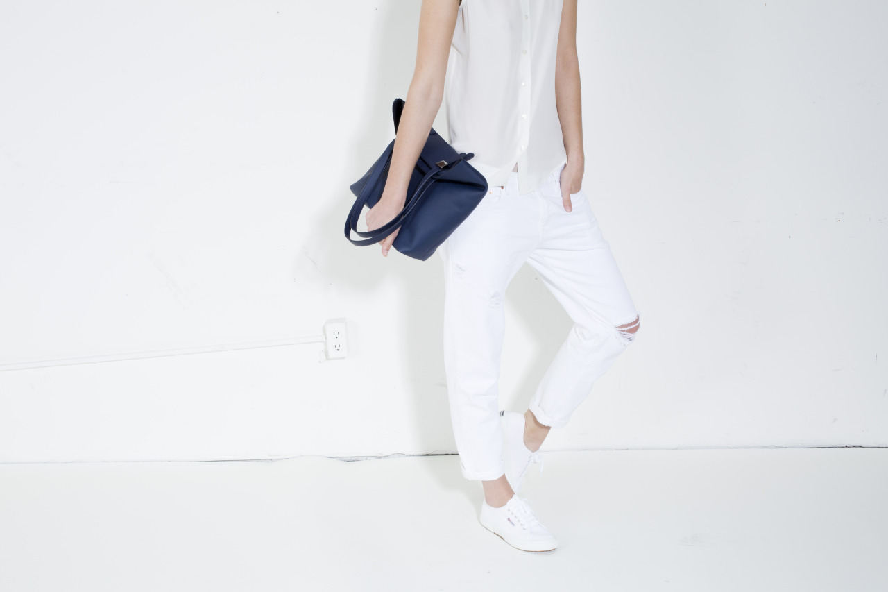 everlane :     Five days.     its spring (finally i hope) in the (please let it almost be here) spirit. im in love with this all white look.