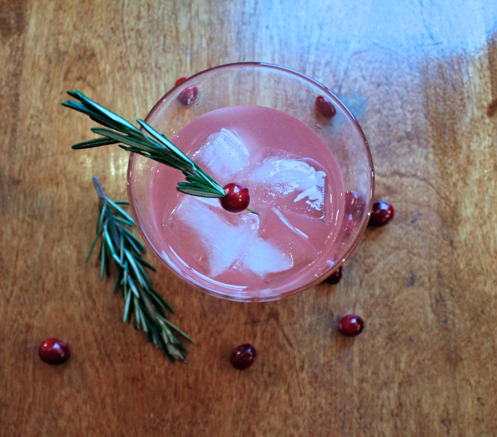 Cranberry Gin Smash with Rosemary | www.hungryinlove.com