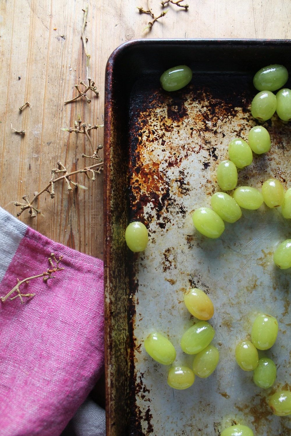 Roasted Green Grapes | www.hungryinlove.com