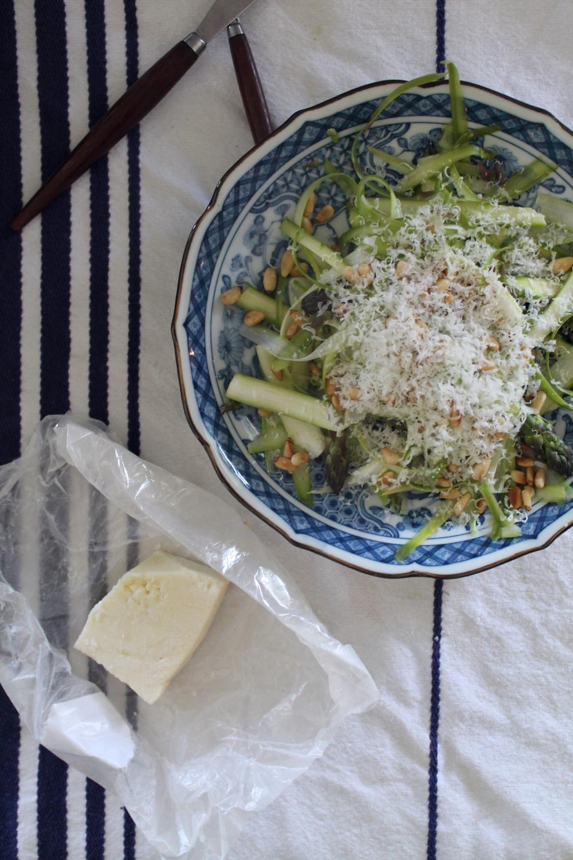 Asparagus Salad | www.hungryinlove.com