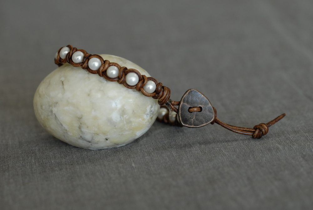 Knotted Pearl Bracelet with light brown leather