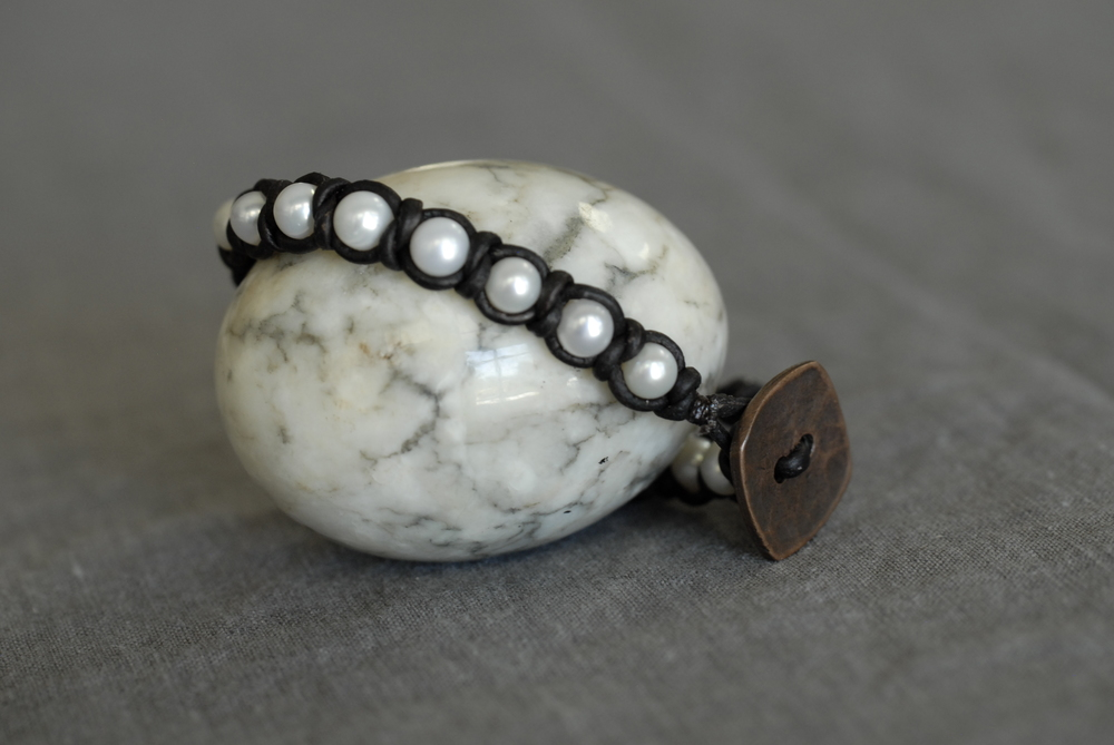 Knotted Pearl Bracelet with black leather