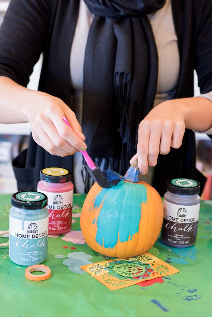 sponge paint pumpkin