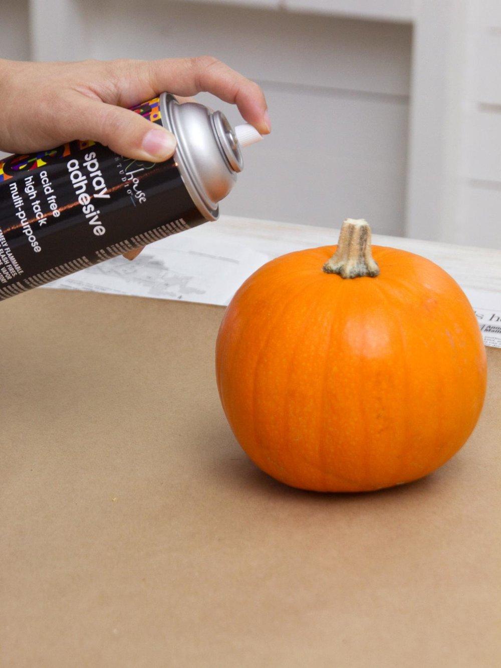 glitter pumpkin glue