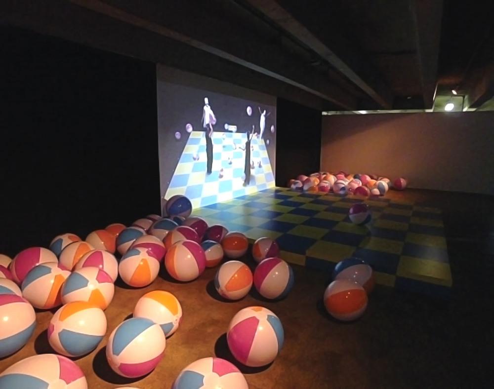 Schachfeld (The Chessfield) 2007 Production with 32 performers.1-Channel video projection, 23:30 min Choreography: Saori Tsukada Audio Design: Asako Fujimoto Script: Julia Sørensen