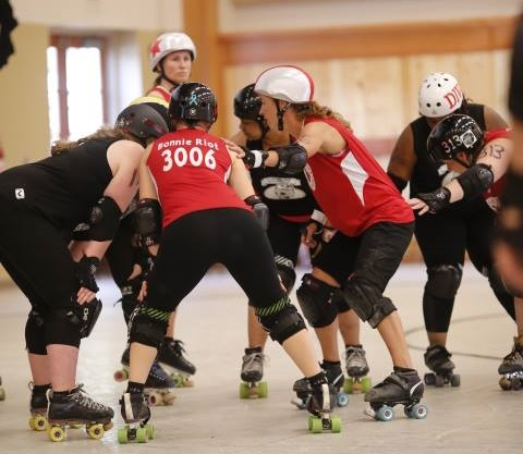 ACRD takes on the skaters of Overbeaters Anonymous at Washington State Roller Derby Conference's 2016 tournament.