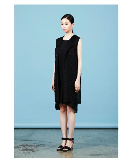 Прямое ассиметричное платье.  Состав: 100% полиестер  Цена: 7100 руб.