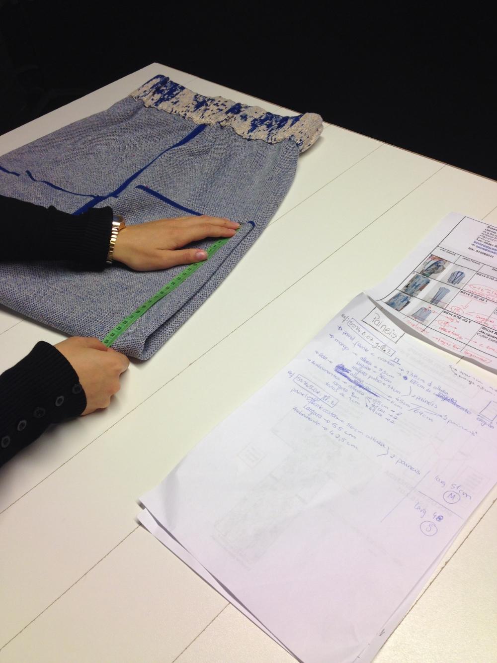 Производство уникальных вязаных изделий от концептуально дизайнера Сюзанны Беттенкурт. Все ее вещи производятся в Португалии в маленьких мастерских. Каждая вещь точна до миллиметра.