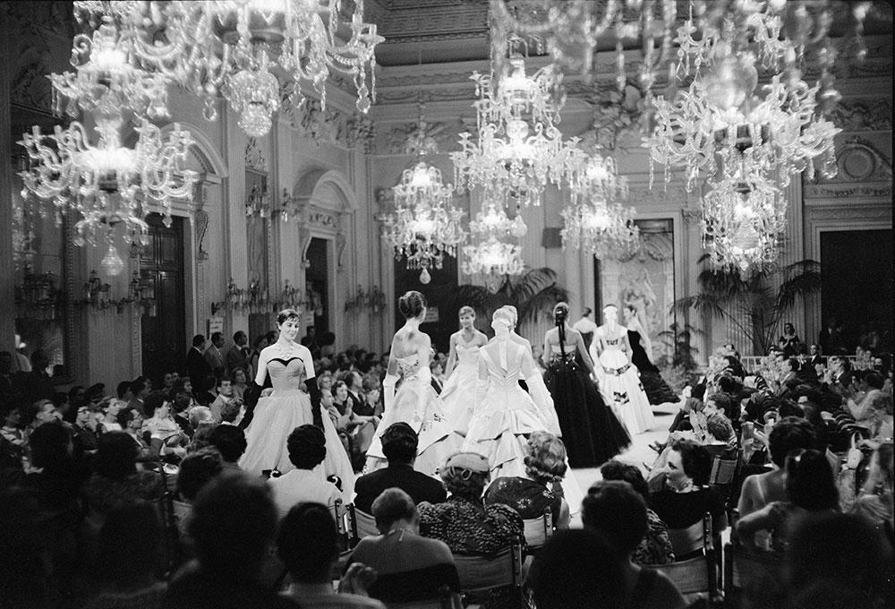 Sala Bianca, Palazzo Pitti. Firenze // Белый зал в флорентийском Палаццо Питти. Место в котором были проведены сотни первых показов, теперь уже всемирно известных итальянских дизайнеров.