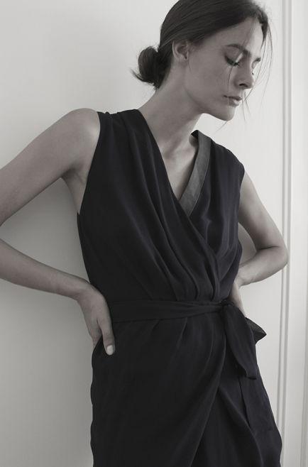 Oscar платье с кожаной вставкой.  Состав: 100% шелк  Цена: 28150 руб.