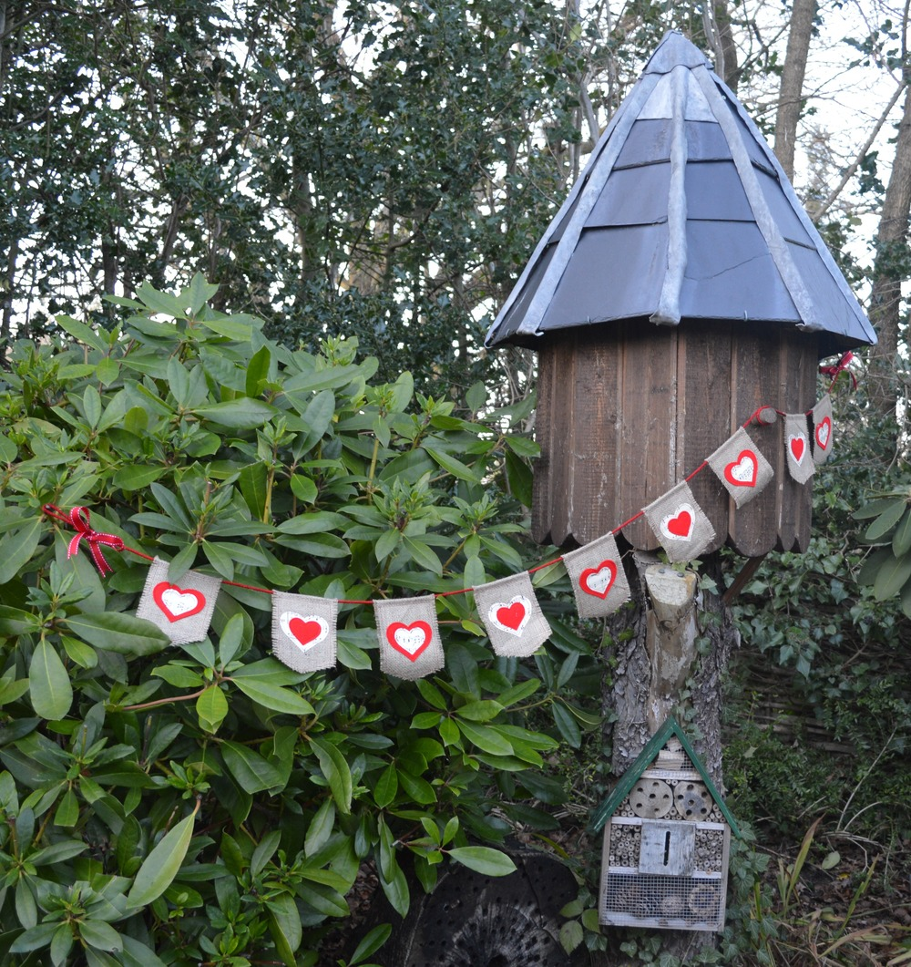 The Crafty Nomad Hearts Burlap Bunting
