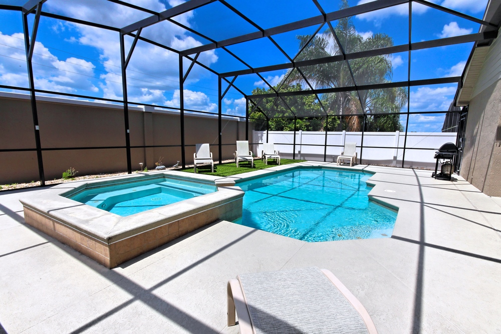 Spacious Pool Deck
