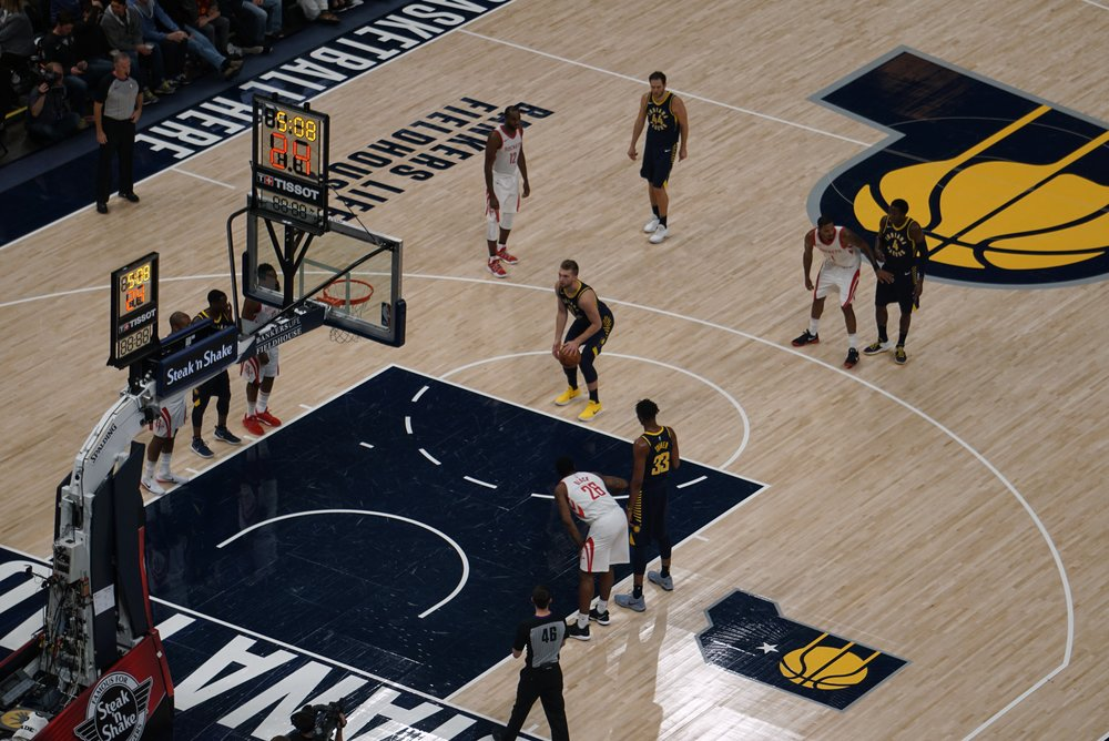 Domantas Sabonis (in the bright yellow sneakers) provided energy and had 17 points and 5 rebounds in the game.