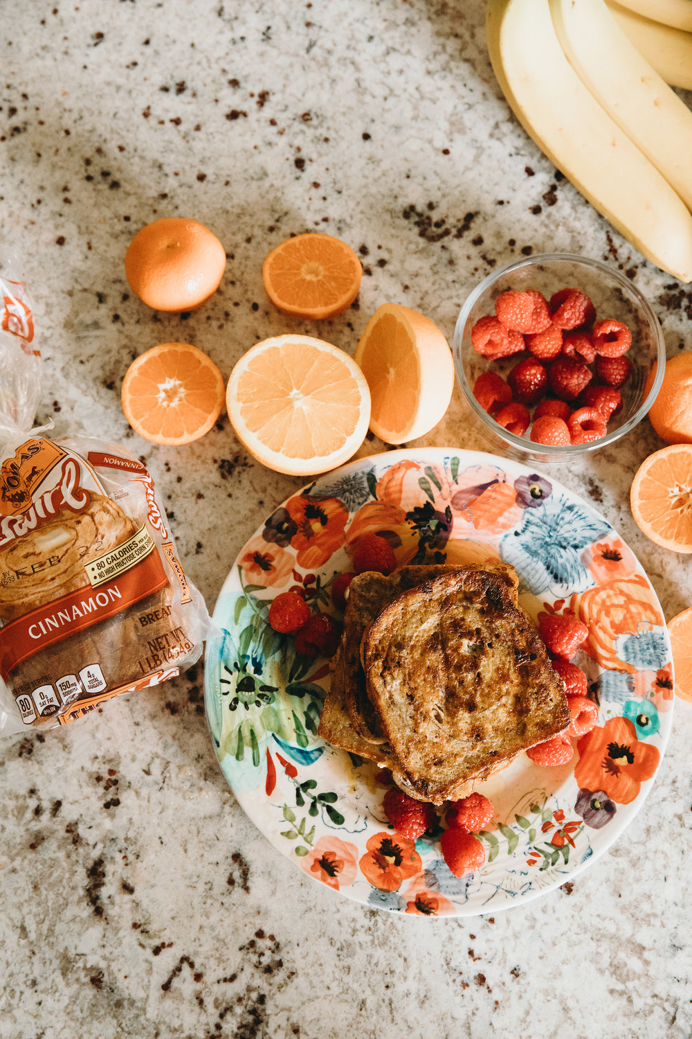 Cinnamon Vanilla French Toast Recipe + Weekend Mornings on chelceytate.com @chelceytate