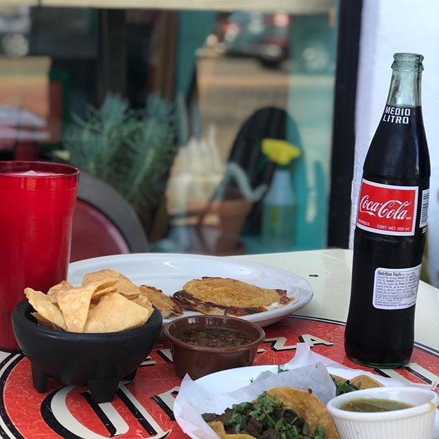 What's better than chips,salsa, tacos, @cocacola and sun...Nothing! 📷: @cinndyy_lu