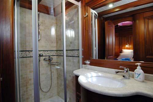 Samarkand-cabin-bathroom.jpg