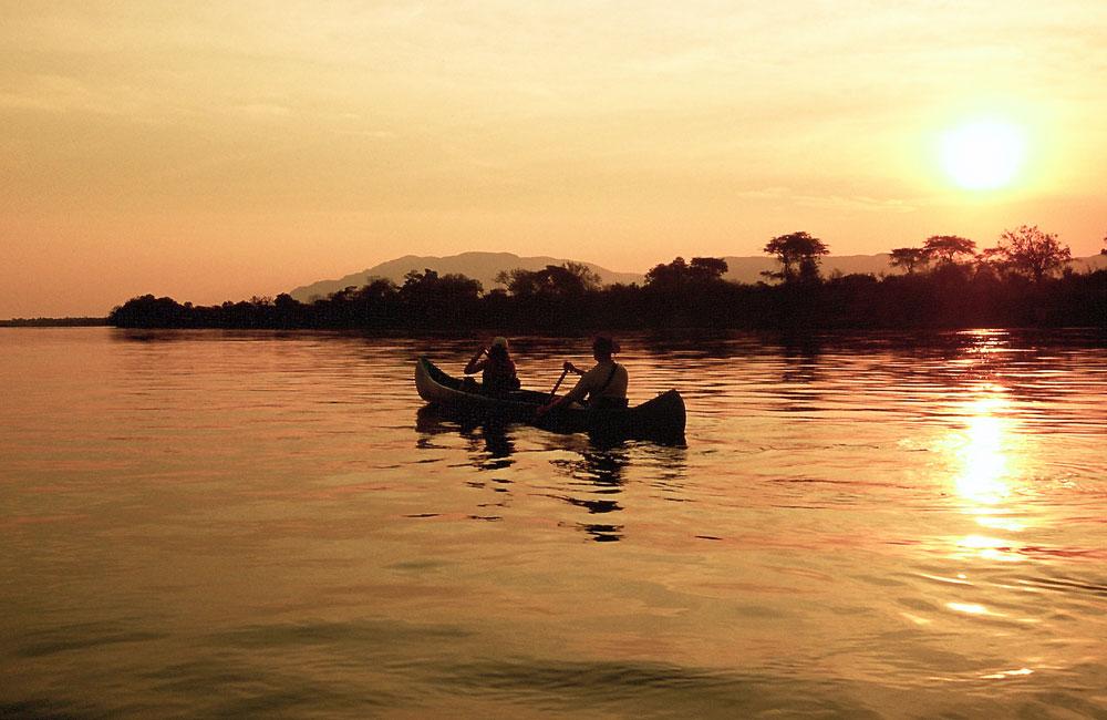 07-chongwe-canoeing.jpg