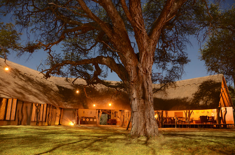 01--camelthorn-main-lodge.jpg