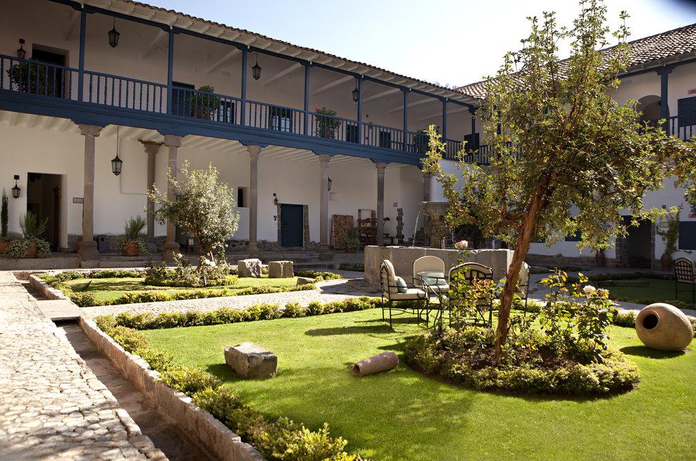 Palacio Nazarenas courtyard