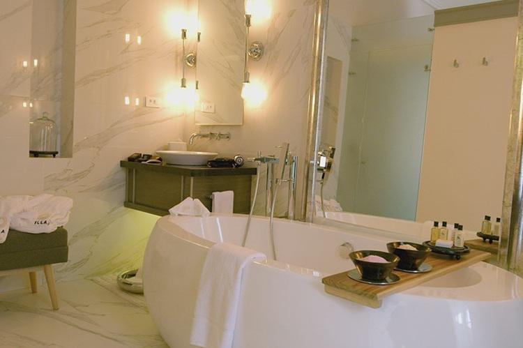 Master-Suite-Panecillo-Illa-Experience-Hotel1.jpg