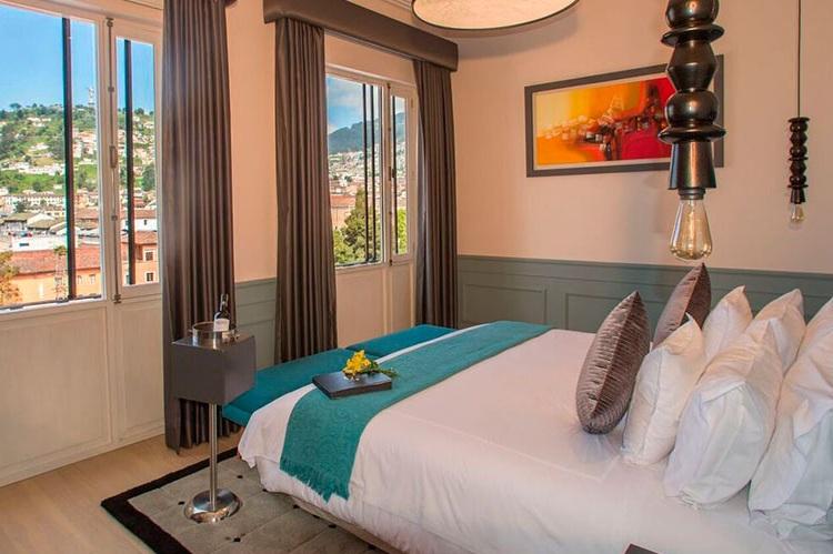 room-master-suite-panecillo-illa-hotel.jpg