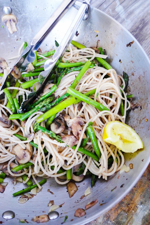 skinny-asparagus-mushroom-spaghetti.jpg