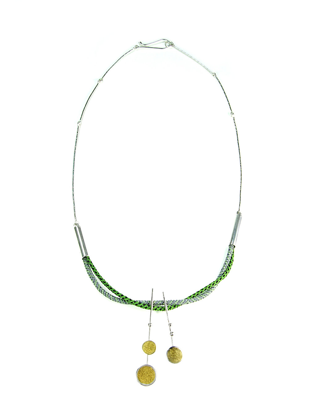 Overall view of the necklace.