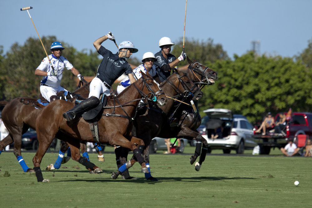 Flexjet's Nico Pieres avoids Valiente's Tom.JPG