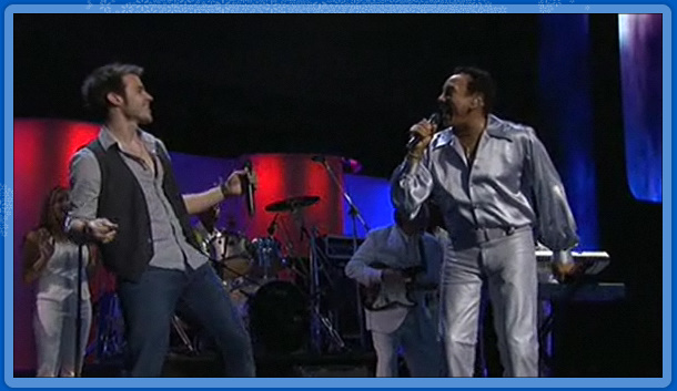 Chris Allen & Smokey Robinson close the show