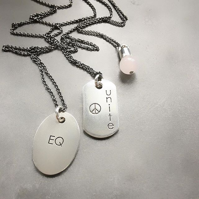 The inspiration behind these two dog tags has been the many elections across the globe this past year🌏 with various and disputable outcomes. I'm by no means a political activist, but with the challenges we are facing today I do believe the world is in need of a lot more emotional intelligence, unity and love to move forward. So on that note I present my artistic contribution in form of these two dog tags #EQ and #unite pared up with the #precious #rosequart #pebble representing love✌🏼❤️ Enjoy your Sunday☀️#peace#love#unity#byme#relaunch#part2#collection @bymenorway #mariannetefre