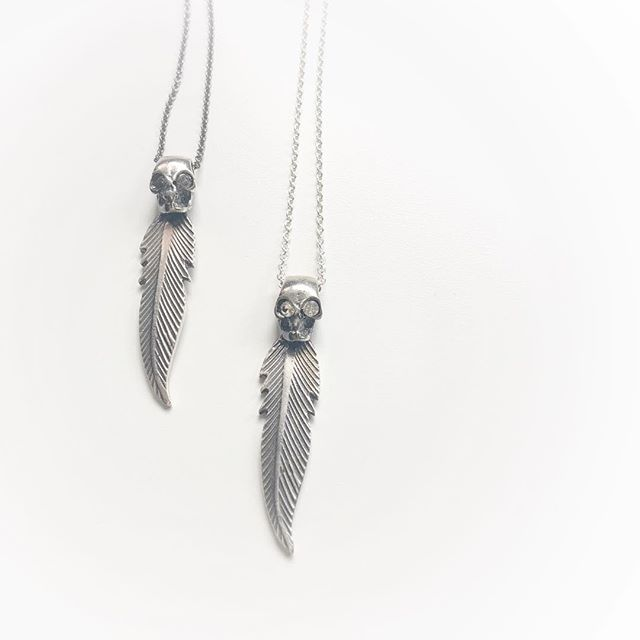 Feather skull-your dream protector💫#byme#silver#chain#feather#skull#rock#nativeamerican#inspo#relaunch#part2#mariannetefre @bymenorway