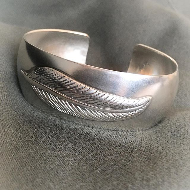 So happy with the final result of this new piece-the feather cuff🖤up for grabs in a few weeks...#silver#feather#cuff#bracelet#byme#timeless#classy#jewelry for the #individuals @bymenorway #relaunch#part2 #mariannetefre