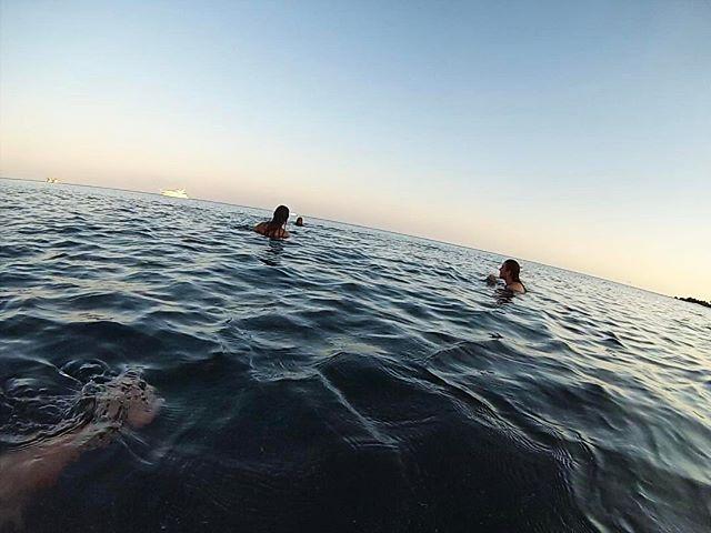 Happy Friday, friends! We're ready to get a lil salty...who's with us??? 🌊👙🐠 . . . . . . . . . . . . #staysalty #swim #ocean #mar #sea #mediterranean #greece #mykonos #grecia #adventure #travelstoke #world #mundo #explore #paradise #holiday #sunset #wanderlust #europe #instalove #traveltip #saltyhair #friday #weekend #travel #gopro