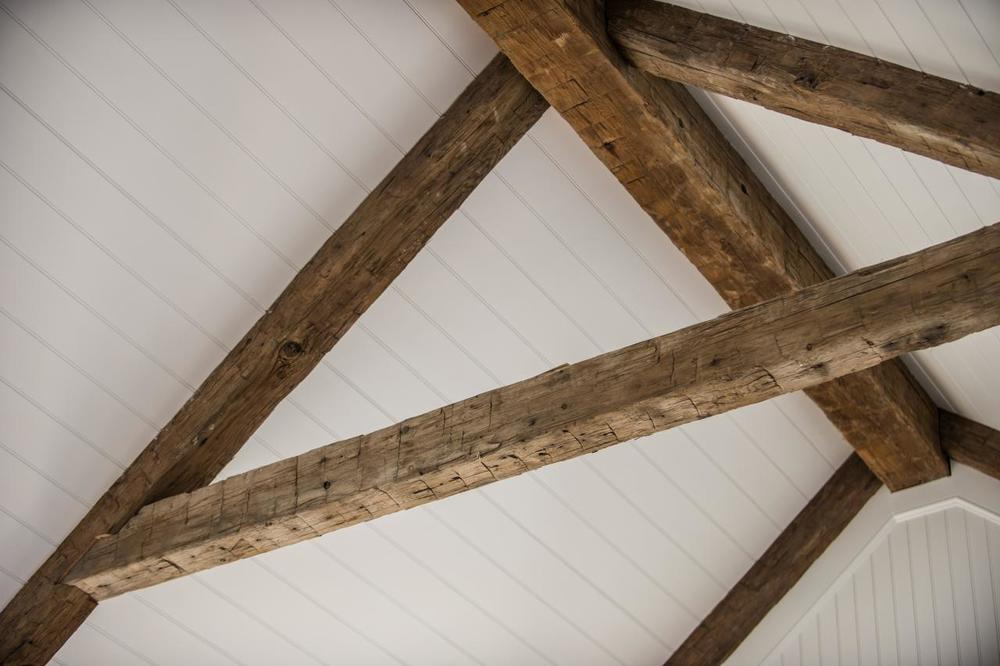 dh2015_great-room_rustic-ceiling-beams-closeup_h.jpg.rend.hgtvcom.1280.853.jpeg