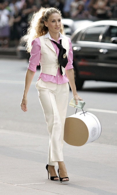 CARRIE BRADSHAW SUIT CHIC