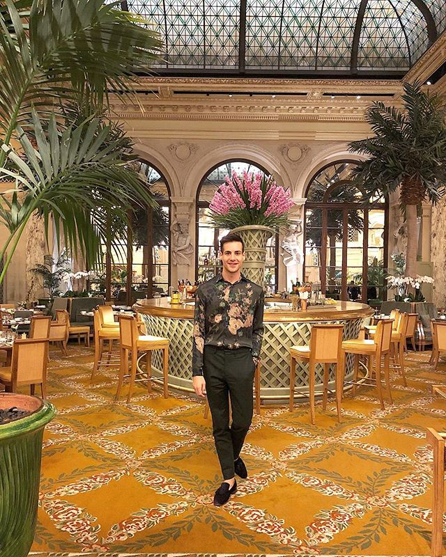 Them: O, Come let us adore him.  Me: Okay, if you insist 😉. . . .  #gay #gayboy #instagay #instagayboy #instaboy #gaylife #gaycute #gaytwink #Christmas #christmaseve #tistheseason #christmastime #happyholidays #merrychristmas #merrymerry #xmas #nyc #newyork #theplaza  #mensstyle #mensstyleguide #menswear #mensweardaily #mensfashionreview #menstreetstyle #chicstyle #mensfashionblogger #mensfashionpost #ootdmen