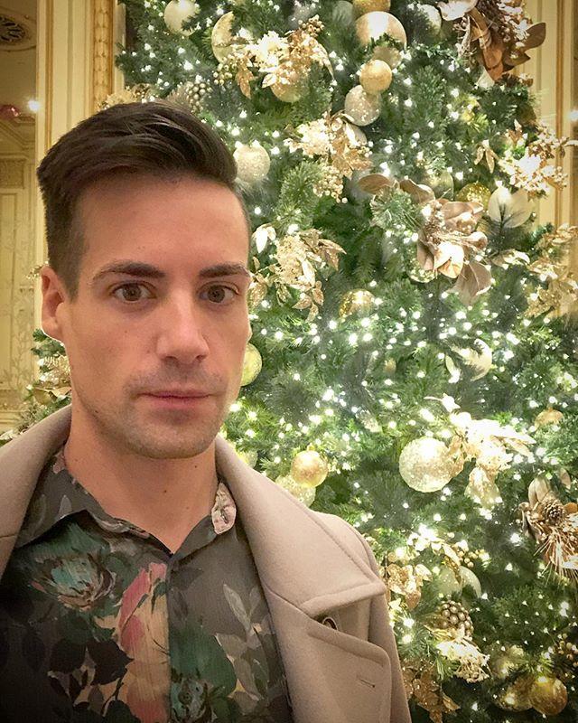 Christmas Memories 🎄. . . . #gay #gayboy #instagay #instagayboy #instaboy #gaylife #gaycute #gaysexy #gaytwink #Christmas #christmaseve #tistheseason #christmastime #happyholidays #merrychristmas #merrymerry #xmas #newyork #nyc #luxuryhotels #hotels