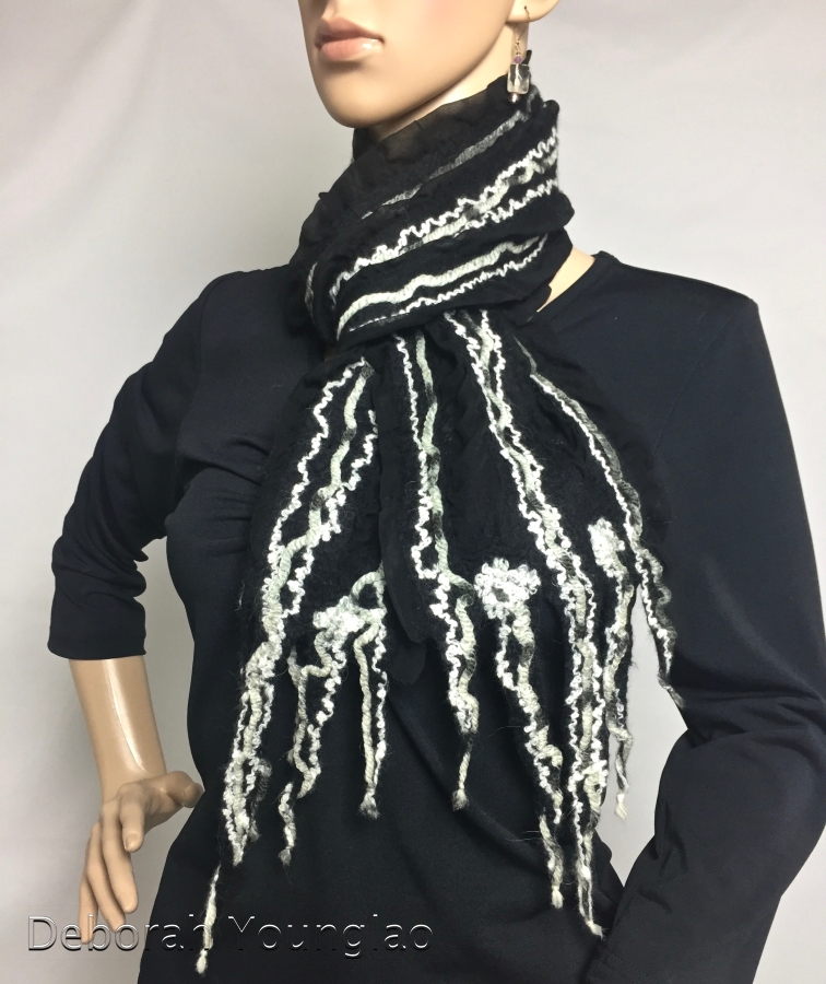 Nuno felt scarf black and white | Deborah Younglao