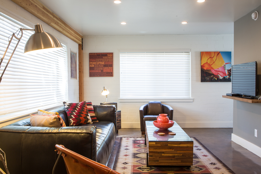 FLAT 1   630 sq. ft. / Sleeps 4 ( king bed & full Murphy bed )