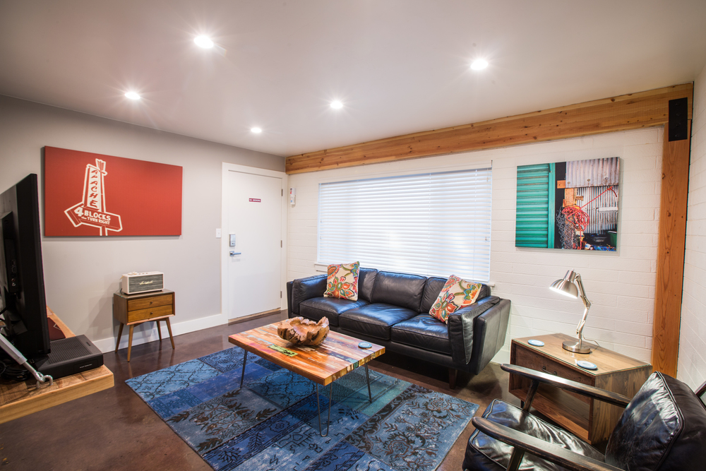 FLAT 3   530 sq. ft. / Sleeps 2 ( king bed )