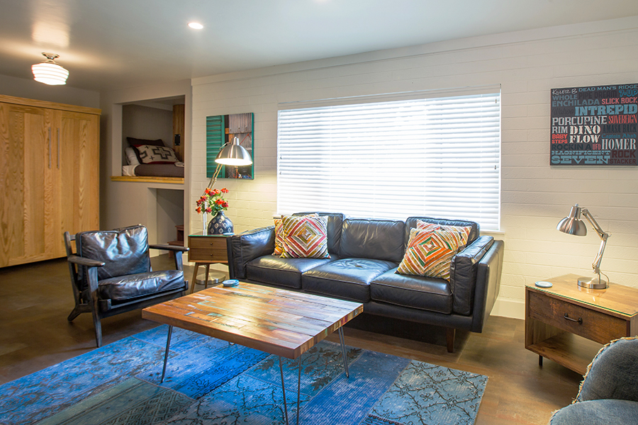 FLAT 7  620 sq. ft. / Sleeps 4 (king bed, twin bed, twin Murphy bed)