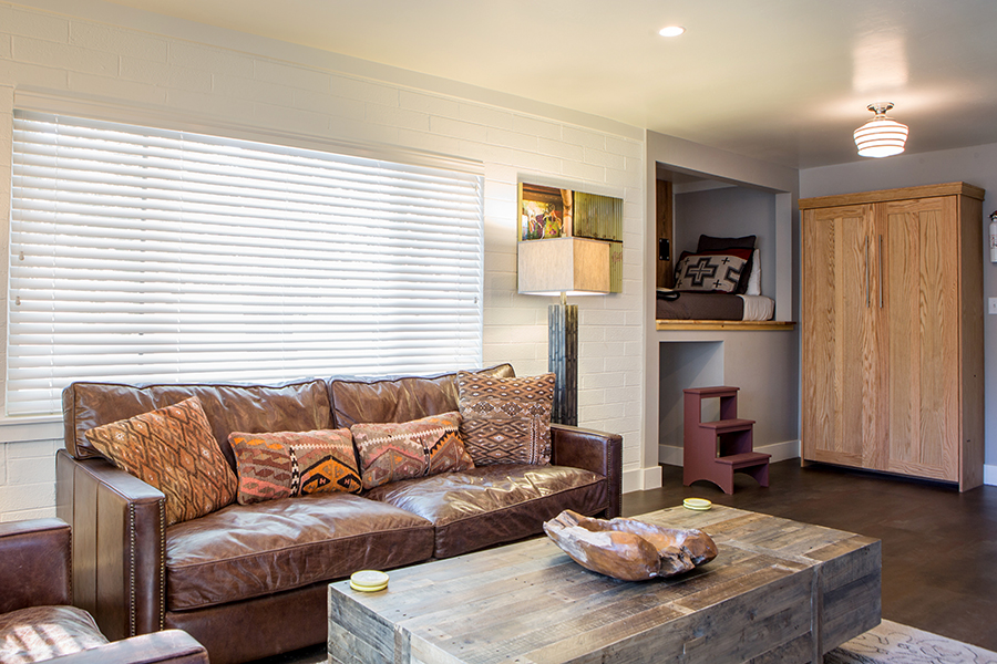 FLAT 8  620 sq. ft. / Sleeps 4 (king bed, twin bed, twin Murphy bed)