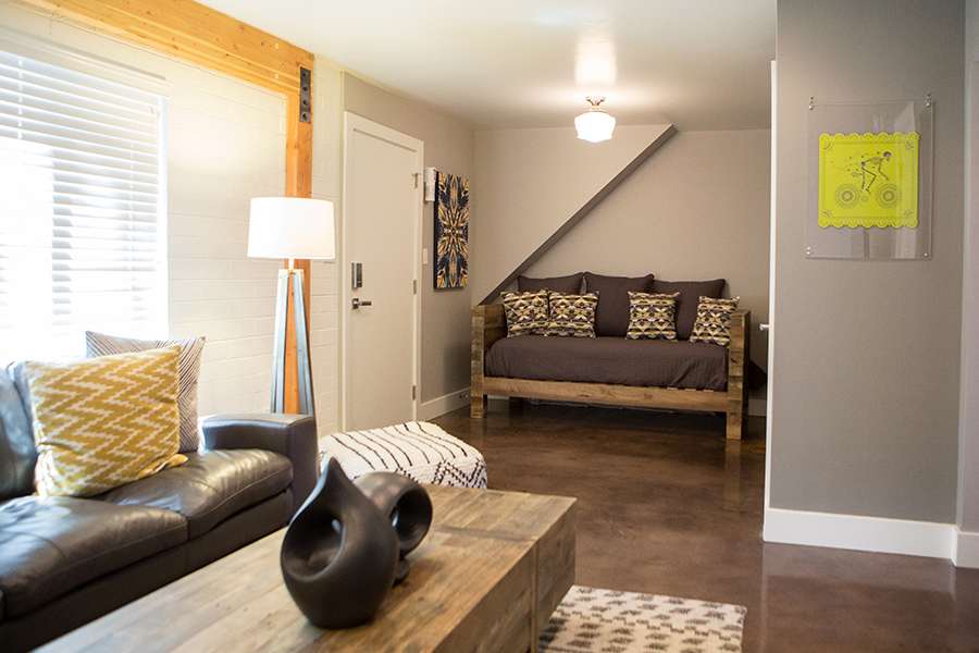 FLAT 2  630 sq. ft. / Sleeps 3 (king bed & twin day bed)