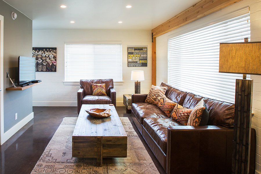 FLAT 4  630 sq. ft. / Sleeps 4 (king bed & full Murphy bed)