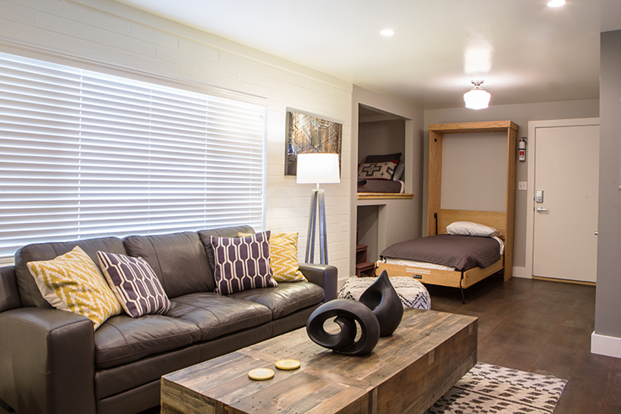 FLAT 6  620 sq. ft. / Sleeps 4 (king bed, twin bed, twin Murphy bed)