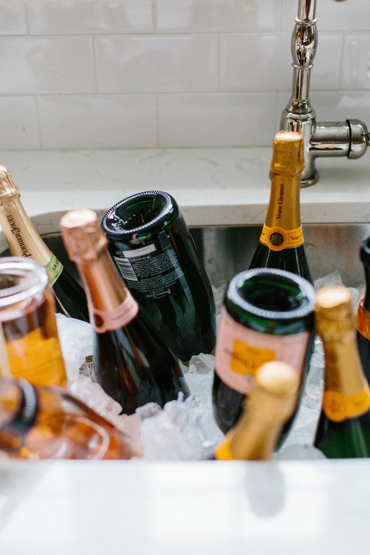 erinmcginn_abbycapalbo_NYE_024.jpgChampagne Bubbly Rosé New Years Eve Party | Styling: Abby Capalbo | Photography: Erin McGinn