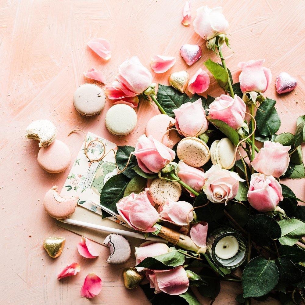 flowers+%26+macaroons.jpg
