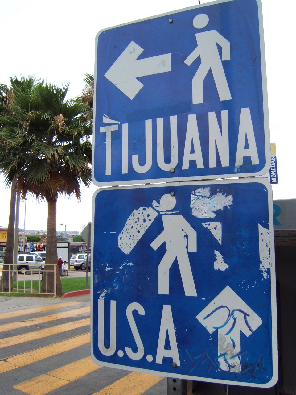 pedestrian_border_crossing_sign_tijuana_mexico.jpg